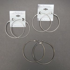 3 sets of hoop earrings in silver and gun metal